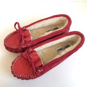 Minnetonka Red Glitter Faux Fur Slippers Size 7